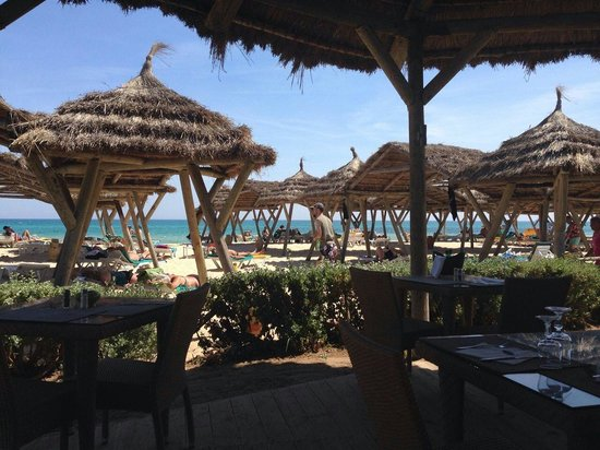 The Orangers Beach Resort & Bungalows: View from lunch table