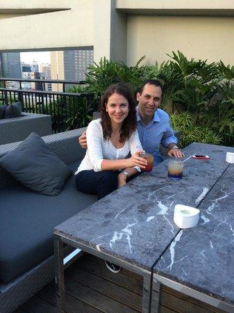 Holiday Inn & Suites Makati: бар на крыше отеля