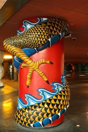 Azkuna Zentroa: Columnas.  Philippe Starck