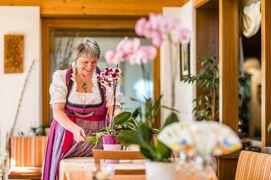 Naturpark Hotel Stefaner: Frau Villgrattner kümmert sich um die Details im Hotel