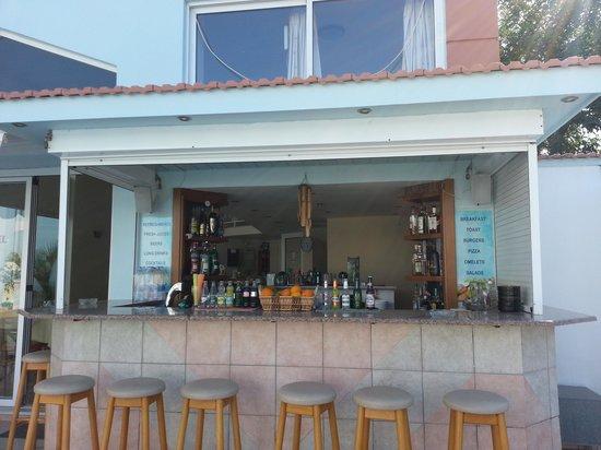 Athena Apartments: The Pool bar at Athena Appts