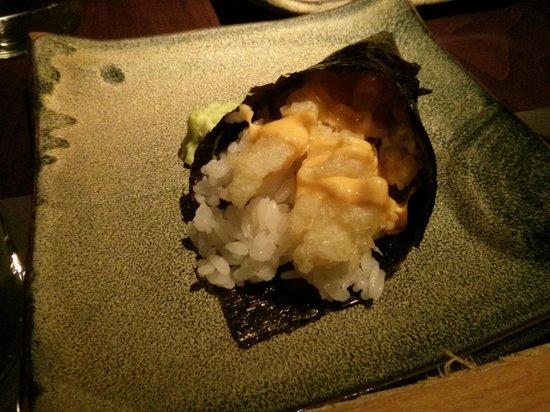 19 Sushi Bar: Temaki de tempura de langostino tigre con salsa cremosa picante