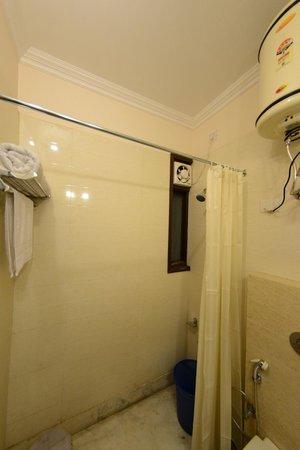 Hotel Royal Sapphire: Bathroom