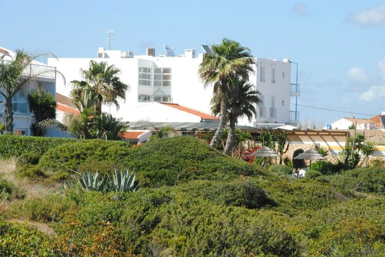 Mareta Beach Boutique Bed & Breakfast: Mareta beach hotel, from the footpath outside