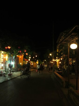Essence Hoi An Hotel & SPA: Hoi An comes alive at night by lantern light