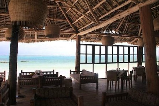 Dongwe Ocean View: Dongwe restaurant & Bar on the deck by the beach with amazing view.