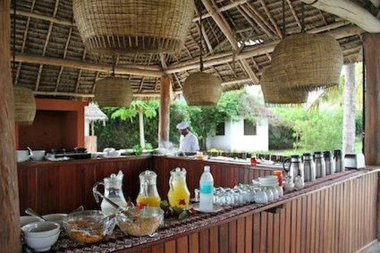 Dongwe Ocean View : Part of the dining area during self-serve breakfast.