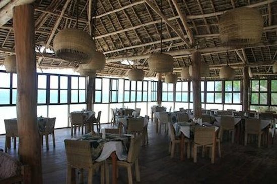 Dongwe Ocean View : The dining-room area right on the beach.