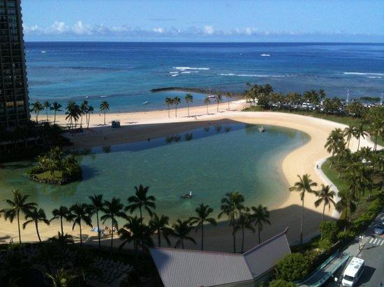 Ilikai Hotel & Luxury Suites : view from front lanai of ocean & lagoon