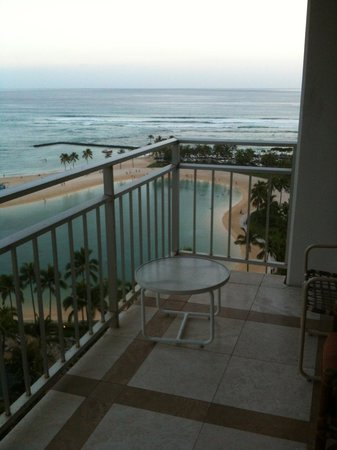 Ilikai Hotel & Luxury Suites : view of ocean & Marina