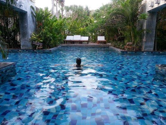 Metadee Resort and Villas : Near our room..