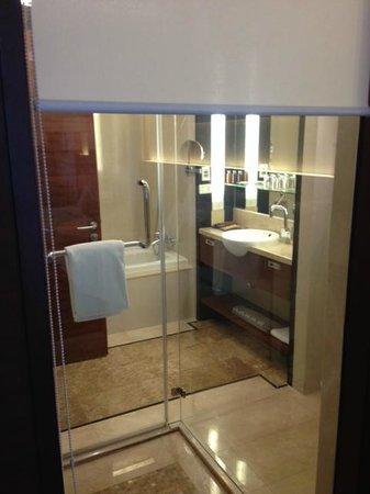 AETAS lumpini: baño con ducha y bañera