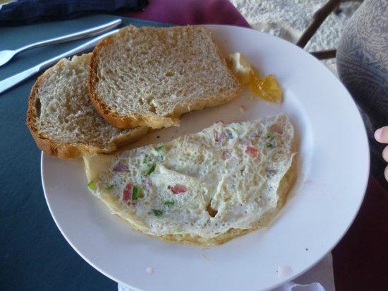 Jambo Brothers Bungalows: Ontbijt deel 2 - ei naar keuze met brood en confituur