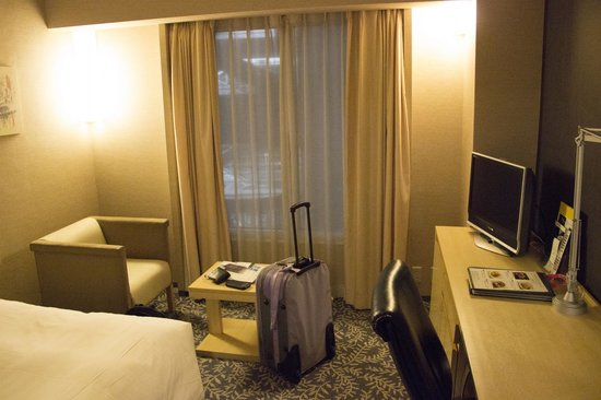 RIHGA Royal Hotel Osaka : The bedroom, slightly small but fine