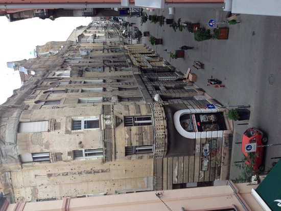 Opera Garden Hotel & Apartments: View from the window of second floor