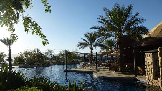 Mövenpick Resort Tala Bay Aqaba: Blick über Poolanlage