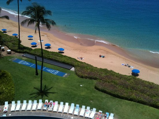 Royal Lahaina Resort: View from ocean front room