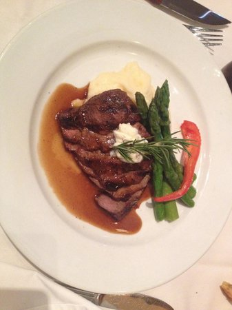 Napa Valley Bistro: Flat iron steak cooked to perfection