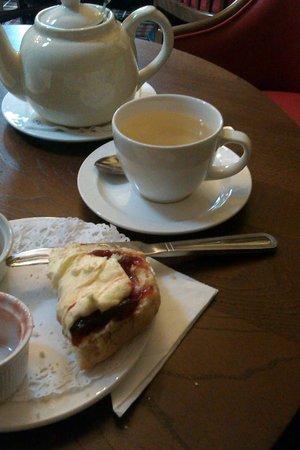 Hathaway Tea Rooms: Snow love tea and a scone