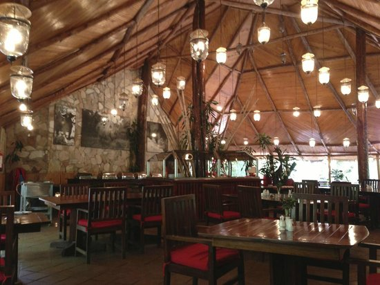Fig Tree Camp : メインダイニングルーム、レストランの内装