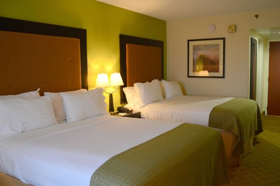 Holiday Inn Staunton Conference Center: Two Queen Beds