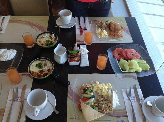 Crowne Plaza Tel Aviv Beach: Breakfast