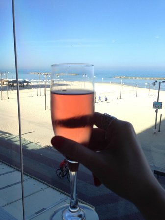 Crowne Plaza Tel Aviv Beach: View from the breakfast area