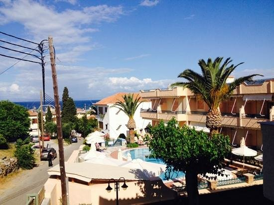 Madena Apartments : pool