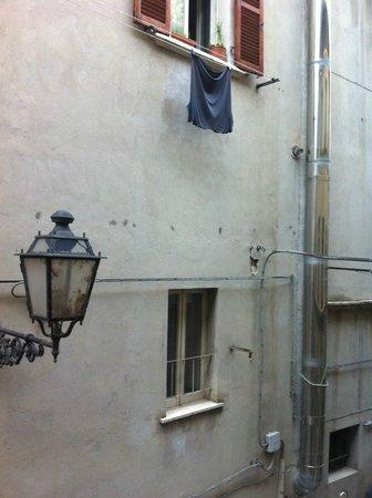 Hotel Palazzo dei Mercanti: Vista su viuzza laterale