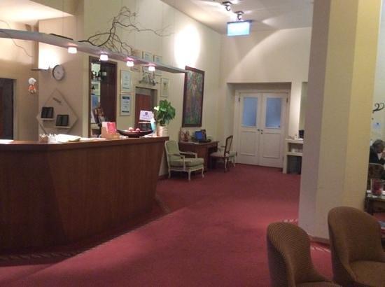 Hotel Papageno: hotel lobby