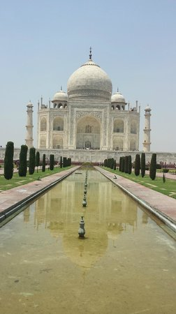 Amin Tours Day Tours : Taj Mahal with water reflection