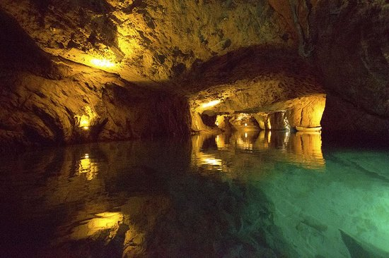 Lac Souterrain de St-Léonard : Lit, and flooded Artificial cave