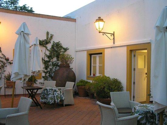 Albergaria do Calvario: the courtyard