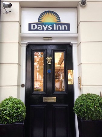 Days Inn London Hyde Park: Main entrance for the hotel