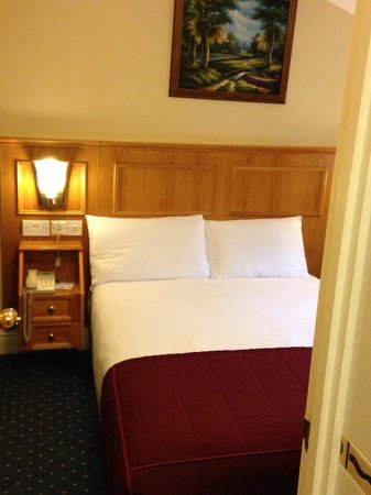 Days Inn London Hyde Park: Room 408
