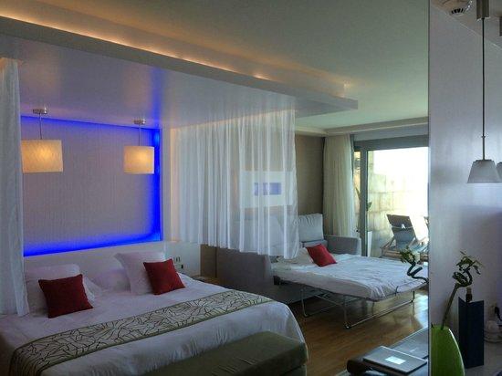 Amathus Elite Suites: intérieur suite