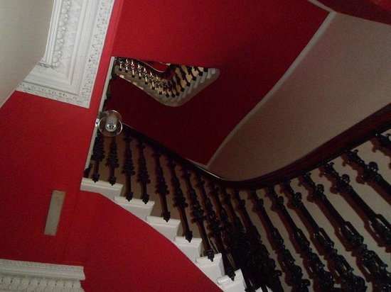 Clarin Guest House: Staircase