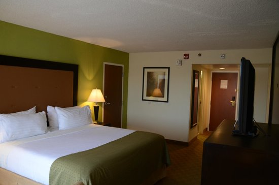 Holiday Inn Staunton Conference Center : King Bed