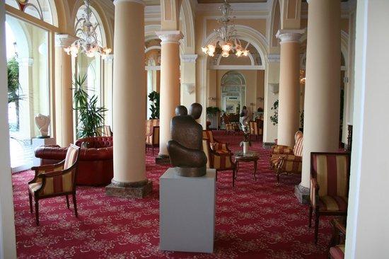 Grand Hotel Cadenabbia: Une des entrées de l'hôtel