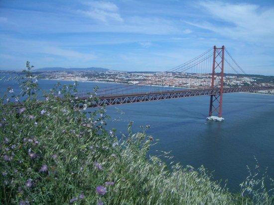 Santuario Nacional de Cristo Rei : ponte xxv maggio