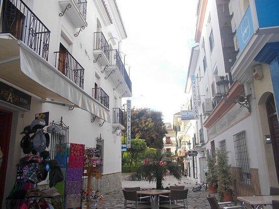 Plaza de las Flores de Estepona: Я вхожу с этого проулка