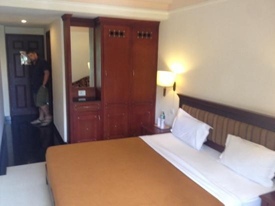 Grand Thekkady: bedroom
