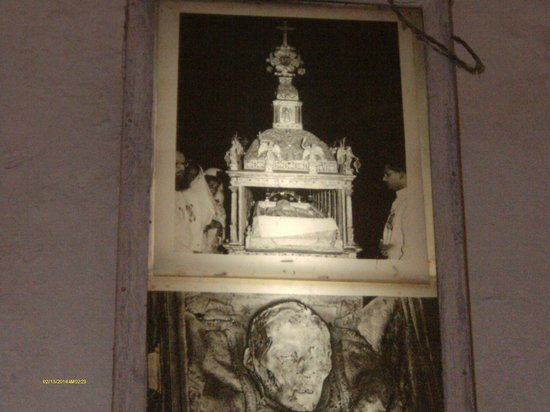 Tomb of St. Francis Xavier: St Francis Xavier remains