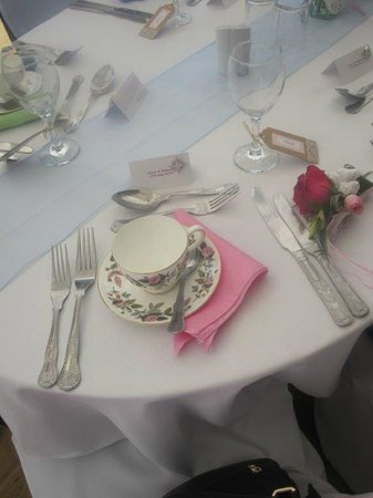 Badgers Mount Hotel: Place settings at Wedding Breakfast