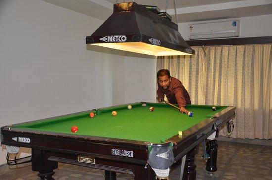 Ark Hotel: Pool Table