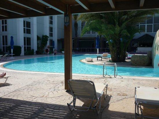 Esperides Beach Family Resort: piscine