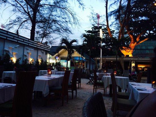 Taste Bar & Grill: Outside dining part of Taste
