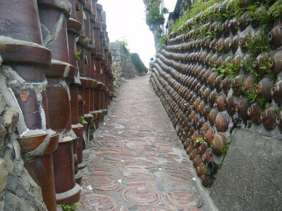 Tokoname: 焼き物の町ならではの道