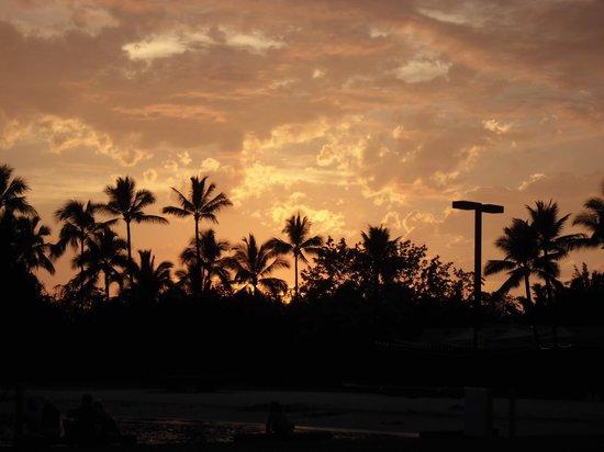Courtyard by Marriott King Kamehameha's Kona Beach Hotel: ホテルでの夕焼け