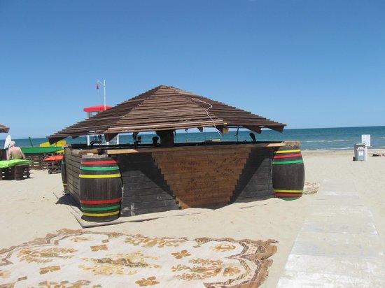 Bar sulla spiaggia bagno 26 spettacoli e eventi anche di sera picture of bagno tiki 26 - Bagno 30 rimini ...